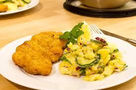 Kartoffelsalat mit Wiener Schnitzel